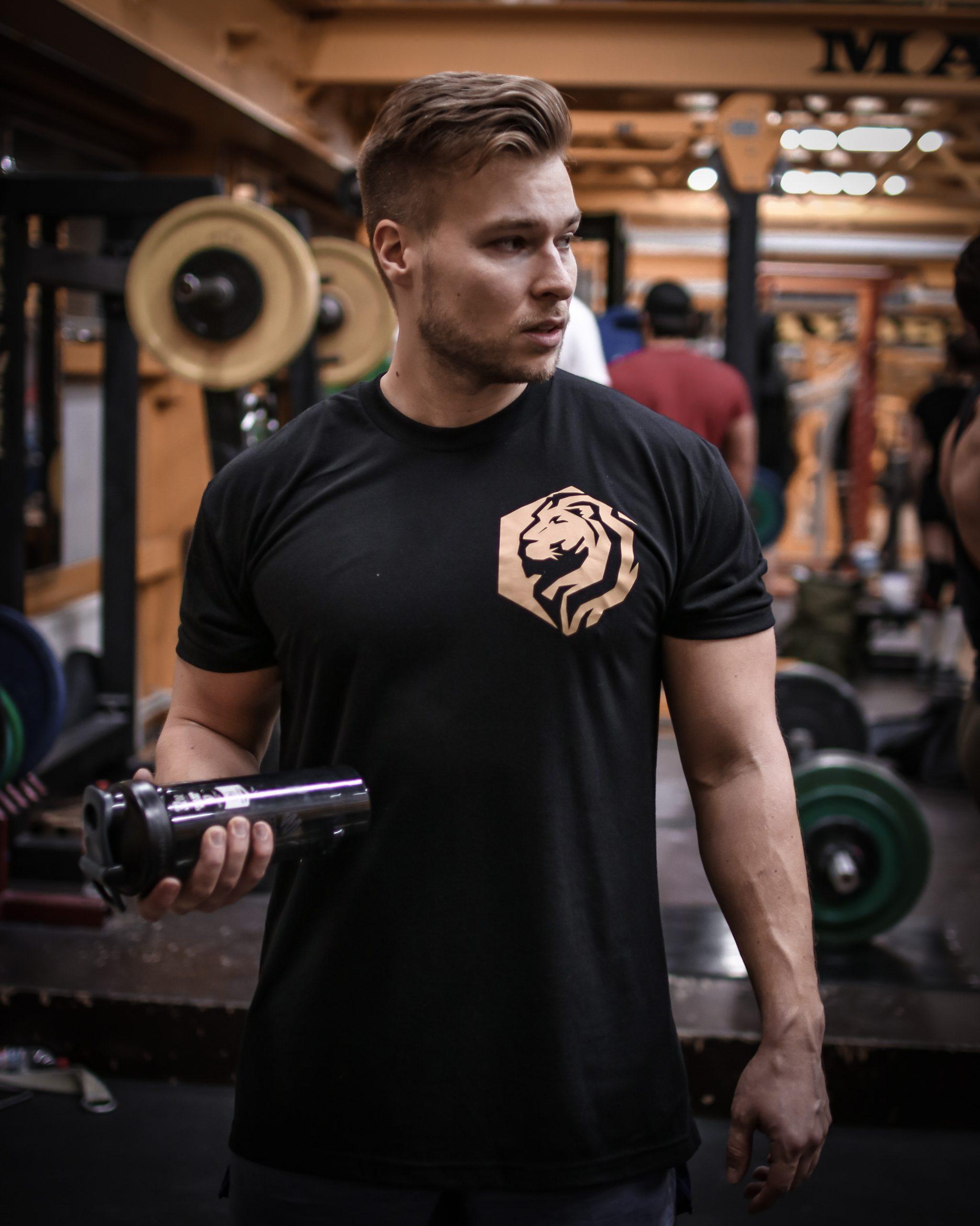 T-paita kiiltävällä printillä